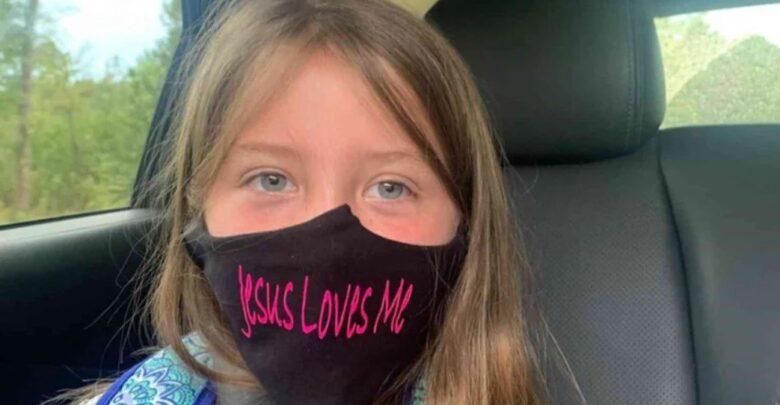 """Aluna é proibida de usar máscara com a frase """"Jesus me Ama"""" em escola 1"""