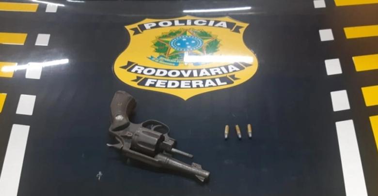Homem é preso por porte ilegal de arma de fogo na BR 230 em Floriano 1
