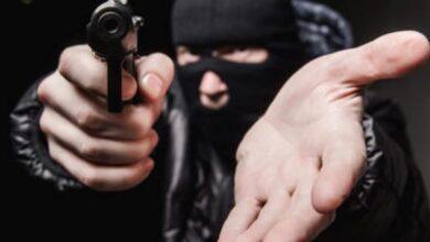 Vídeo mostra momento que a dupla armada assalta dono de farmácia em Oeiras 5