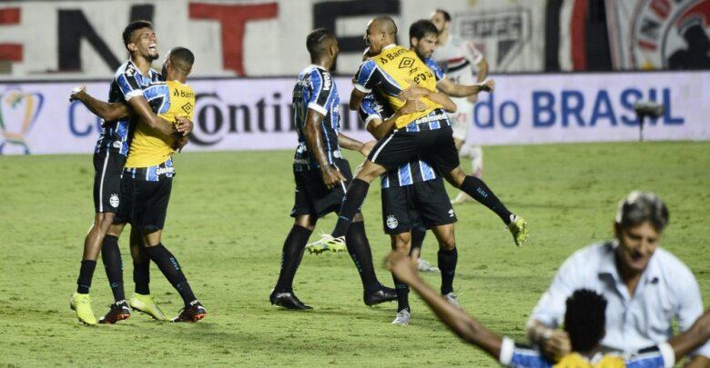 Grêmio cumpre plano à perfeição e anula São Paulo para ir à nona final de Copa do Brasil 1