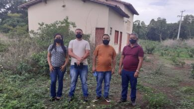 Prefeito Tiel visita matadouro municipal e quadra poliesportiva de Tanque do Piauí 7